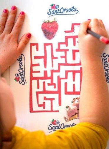 Gioca con i piccoli frutti Sant'Orsola-fragola-da-colorare-giochi-bambini