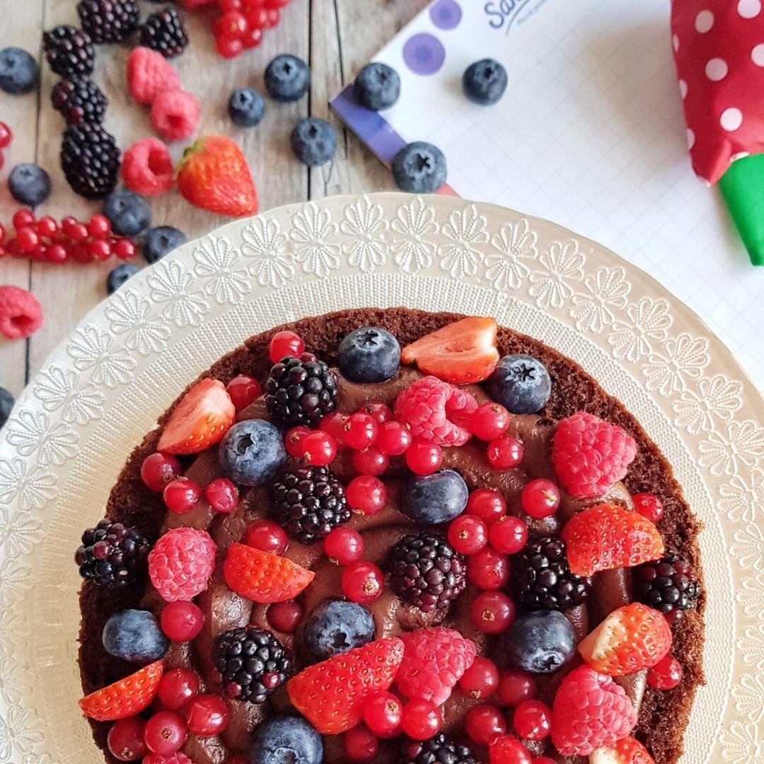 Torta-a-strati-multistrato-frutti-di-bosco-cioccolato-panna-lamponi-mirtilli-ribes-fragole-more-Sant'Orsola-piccoli-frutti