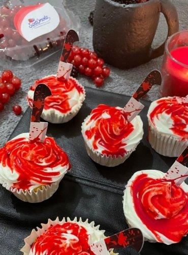 Bloody-Muffin-Halloween-Dolcetti-Halloween-frutti-di-bosco-salsa-lampone-Sant'Orsola-Cheyenne-Napolitano-Ricette-fit-che-sembrano-fat